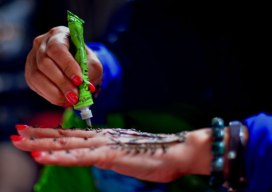 Painting henna